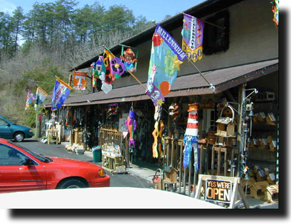Smoky mountain arts crafts community glades crafters for Gatlinburg arts and crafts community restaurants